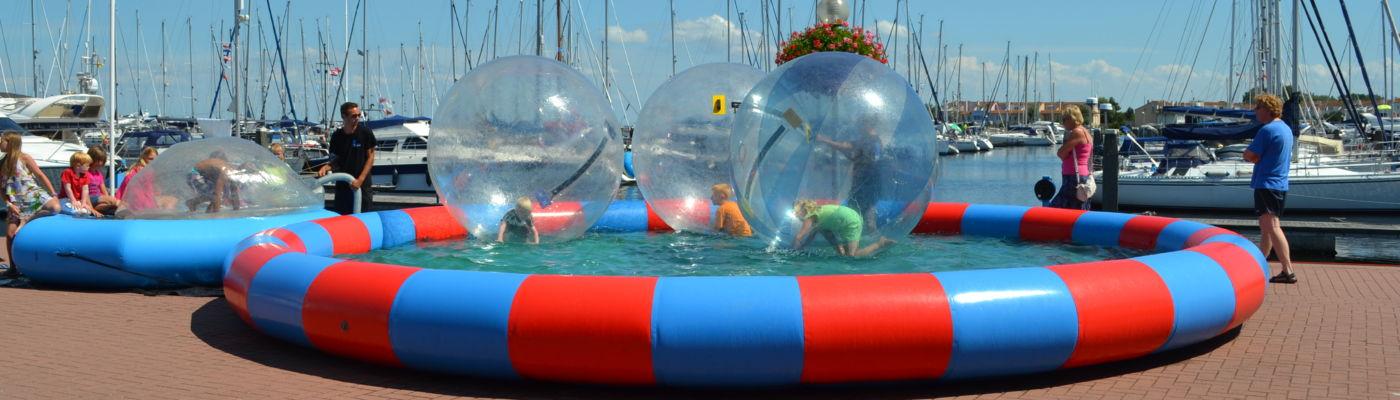 Waterballen-ipv-optimisten-op-een-rij