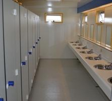 douche en toiletgebouw